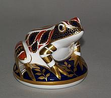 Paperweight ''frog'' - Royal Crown Derby porcelain, Imari decor with rich gold decoration,