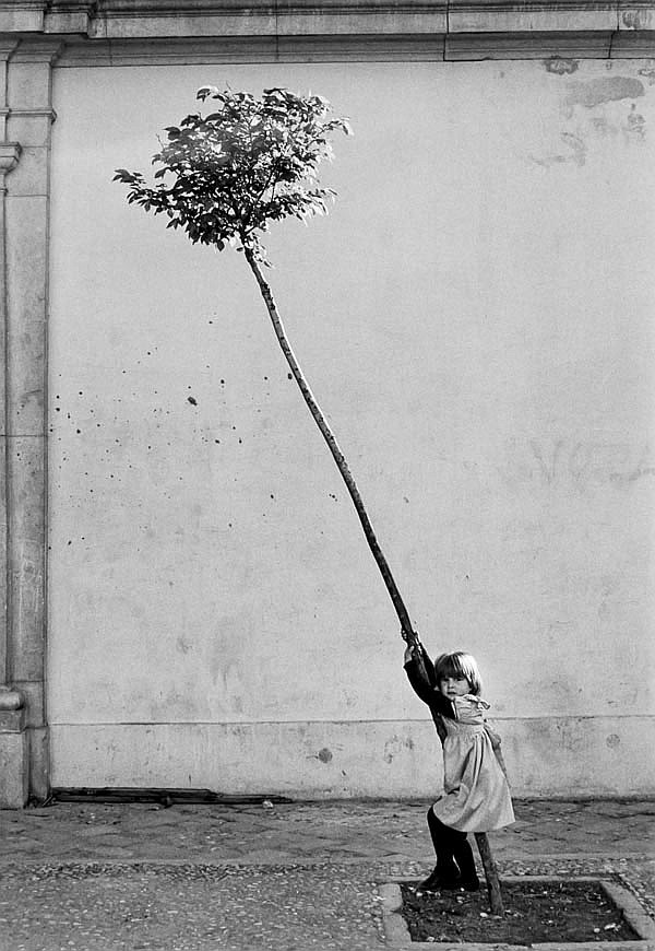 DDS Sabine Weiss (b.1924). Petite Fille, Petit