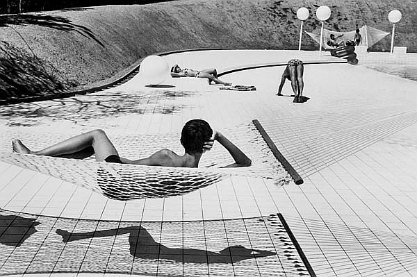 DDS Martine Franck (1938-2012). Swimming Pool