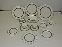 Royal Doulton Rondelay H5004 100 piece dinner service. (Buyer must collect
