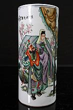 [CHINESE]A LATE 19TH CENTURY FAMILLE ROSE PORCELAIN CAP HOLDER PAINTED WITH FIGURES W:5.5