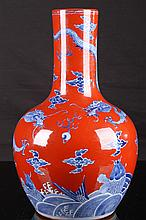 [CHINESE] QING DYNASTY STYLED LATE 19TH TO EARLY 20TH CENTURY CORAL RED GLAZED PRIMING BLUE AND WHITE PORCELAIN TIANQIU VASE WITH PAIR OF DRAGONS PLAYING WITH BEADS W:8375