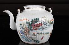 [CHINESE]A LATE 19TH CENTURY FAMILLE ROSE PORCELAIN TEA POT PAINTED WITH FIGURES AND LANDSCAPE L:6