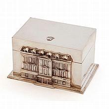 Rolex.    Une belle boite en argent reprenant le décor de la façade