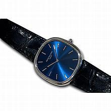 Patek Philippe, Ellipse Jumbo, Ref. 5738P, n° 4711268 , vendue le 11 novembre 2009.