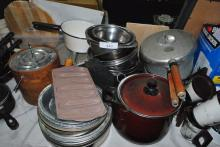 LARGE LOT OF MISC COOKWARE