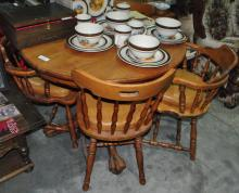 SOLID OAK DINNER TABLE WITHFOUR