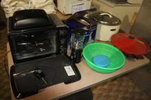 Lot of electric wok, commercial rice cooker, Hamilton Beach mini blender, electric grill, portable oven