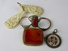 A Collection of Miscellaneous Jewellery, including lady's 9 ct gold and pla