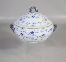 Bing & Grondahl Blue Lace covered vegetable dish, seahorse handles & finial, 8