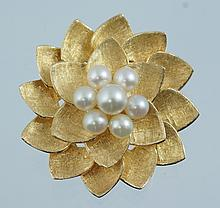 14K YG flower head pin with 7 pearls, stamped ALA / 14K, 8.4 dwt