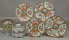 6 Pcs Chinese Export Porcelain to include a hexagonal tea caddy, a small rooster saucer, and 4 assorted Rose Medallion plates, 9-1/2