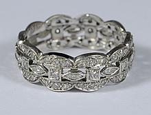 Unmarked platinum filigree wedding band, set w/80 small diamonds, size 8, 3.2 dwt