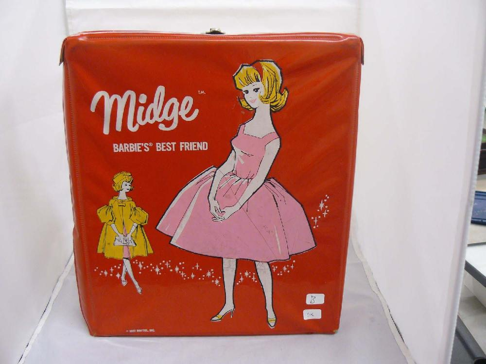 Vintage 1963 Midge Mattel case w/Barbie clothes.