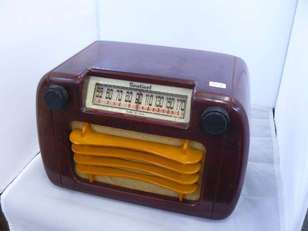 1940s Catalin Sentinel Tube Radio Model 284.