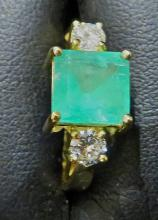 Emerald  Diamond  18K Gold ring.