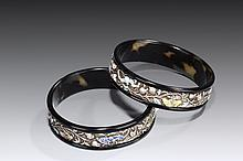 A PAIR OF SILVER GILT AND ENAMELLED TORTOISESHELL BANGLES