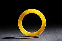A YELLOW JADE ROUND BANGLE