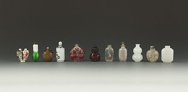 A GROUP OF CHINESE CARVED SNUFF BOTTLES