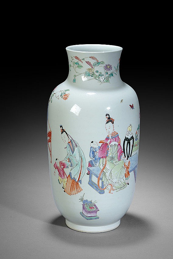 A LARGE CHINESE FAMILLE ROSE STYLE VASE