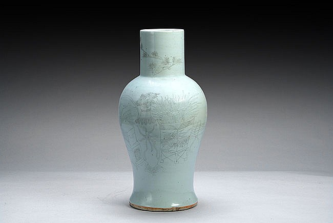 A CHINESE GREEN GLAZED VASE
