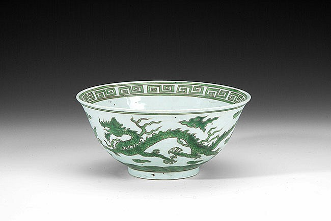 A CHINESE GREEN DRAGON PORCELAIN BOWL