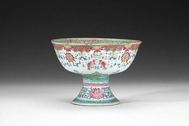 A FAMILLE-ROSE BUDDHIST STEM CUP
