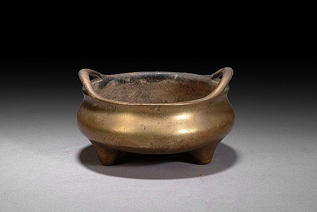A CHINESE BRONZE TWIN HANDLE CENSER