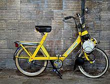 SOLEX 5000 de couleur jaune palma en bel état d'origine, protection chrome, pneus récents. Très bon état de fonctionnement.  Immatriculé, carte grise française. Vendu en l'état sans garantie