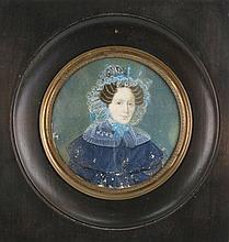 ECOLE FRANCAISE portrait de femme à la coiffe, miniature sur ivoire (mques). 9x9 cm.