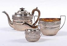 Servizio da té in argento fuso e sbalzato, XIX secolo