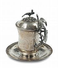 Tazza in argento cesellato con coperchio e piatto,arte ottomana.  Turchia XIX secolo