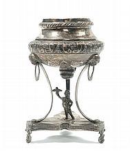 Vasetto porta incenso tripode in argento sbalzato, Napoli XIX secolo