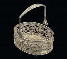 Cestino di forma ovale in filigrana d'argento, fine XIX secolo