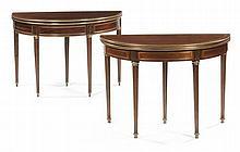 Due tavolini da gioco simili con piano a libro in piuma di mogano Cuba, Francia prima metà del XIX secolo