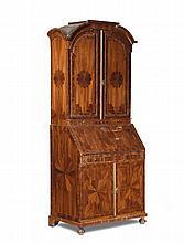 Bureau-Trumeau listrato in mogano e decorato da intarsi in legni vari, Europa centrale seconda metà XVIII secolo