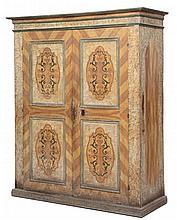 Armadio a due ante in legno tenero, Toscana inizio XVIII secolo