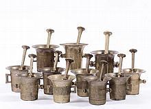 Undici mortai da farmacia in bronzo, XVIII secolo