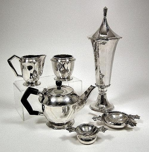 A George V silver circular teapot with angular
