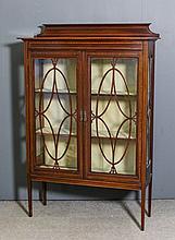 An Edwardian mahogany display cabinet inlaid with satinwood banding and box