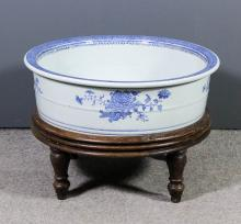 A late 18th Century Chinese porcelain blue and white circular basin