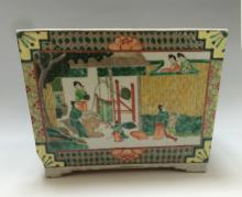 CHINESE ANTIQUE WUCAI FIGURES OF JARDINIERE  18TH CENTURY
