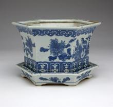 ANTIQUE Chinese Blue and White Jardiniere, Qing Dynasty, 18.4cm high, 28.5cm x 24 cm wide.