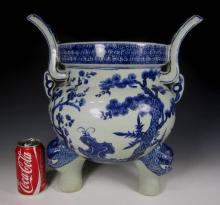 A LARGE CHINESE BLUE AND WHITE PORCELAIN INCENSE BURNER