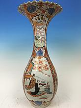 ANTIQUE Japanese Large Flower Vase with Figurines and flowers, Meiji period. 25