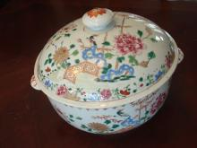 Antique Chinese Large Famille Rose Covered Bowl, 18th C, Qianlong period. 11