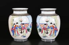 Arte Cinese Pair of porcelain vases decorated with court ladies with Qianlong mark  China, Republic period, 20th century