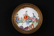 Arte Cinese A small famille rose pottery within a gilt bronze French frame and bearing a four characters mark at the base  Chna, 18th century