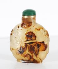 Arte Cinese A jade snuff bottle incised with vegetal motifs China, Qing dynasty, 19th century