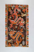 Arte Himalayana A carpet depicting two cloud dragons  Tibet, 19th - 20th century